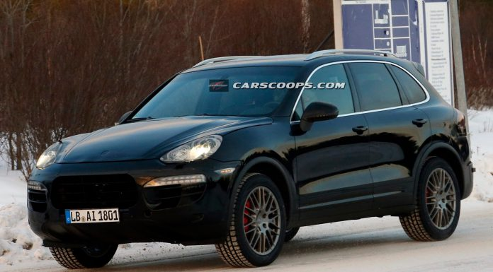 Facelifted 2015 Porsche Cayenne Tests in the Snow