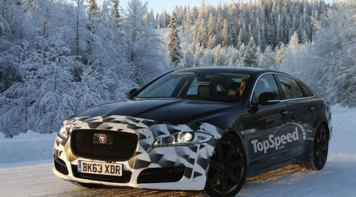 Facelifted Jaguar XJ Tests in the Snow