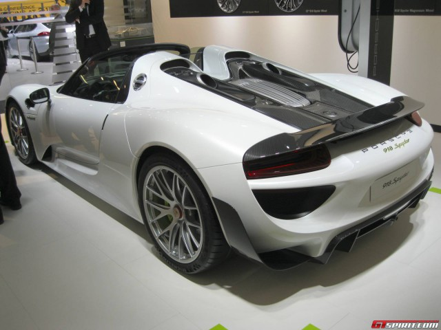 porsche 918 spyder nurburgring lap time porsche 918 spyder sets nurburgring lap time of 7. Black Bedroom Furniture Sets. Home Design Ideas