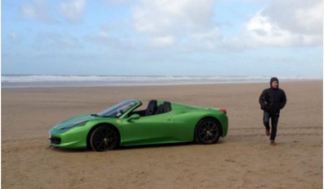 ferrari 458 spider stranded on exeter beach - Ferrari 458 Spider Green