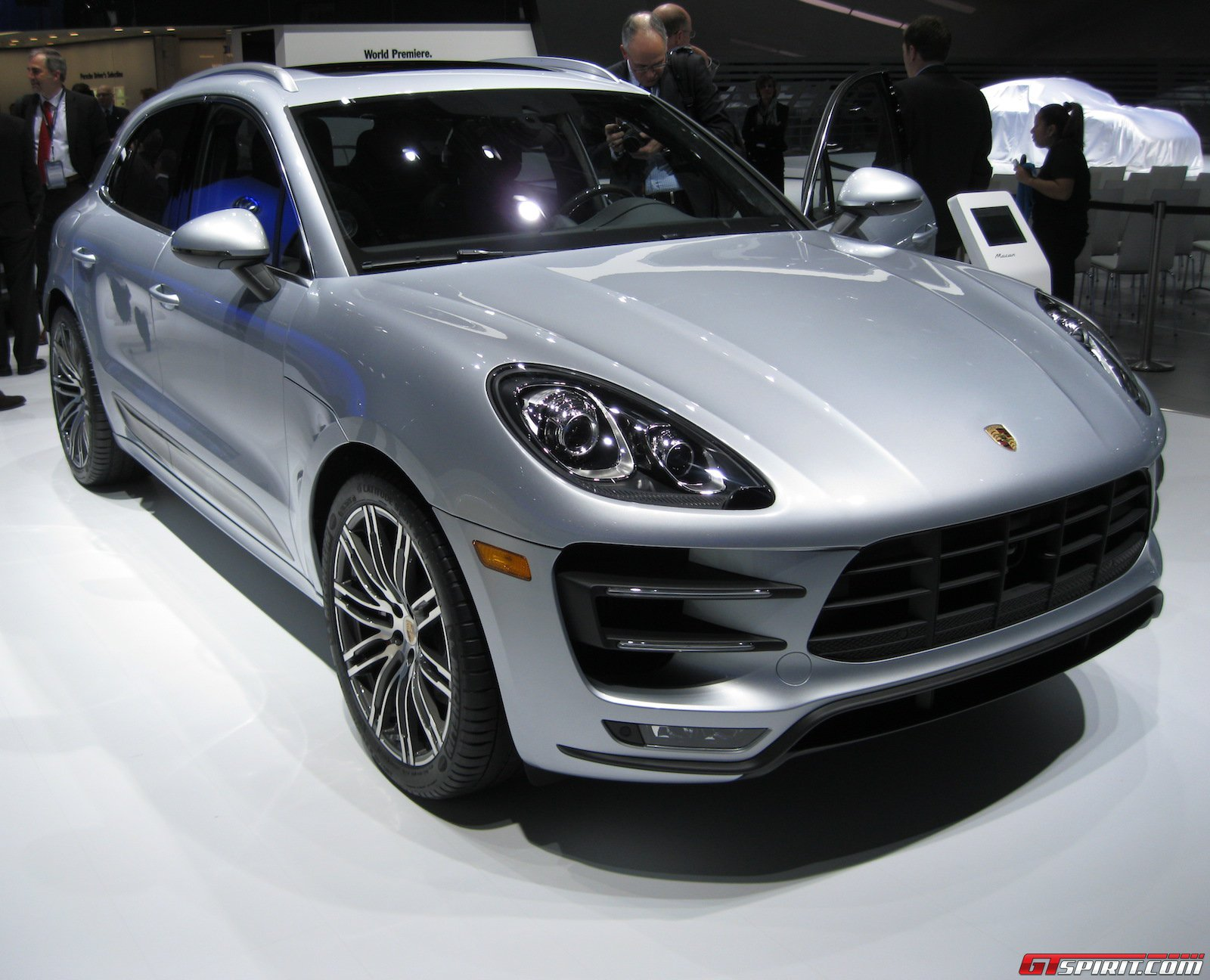 detroit 2014 porsche macan turbo gtspirit. Black Bedroom Furniture Sets. Home Design Ideas