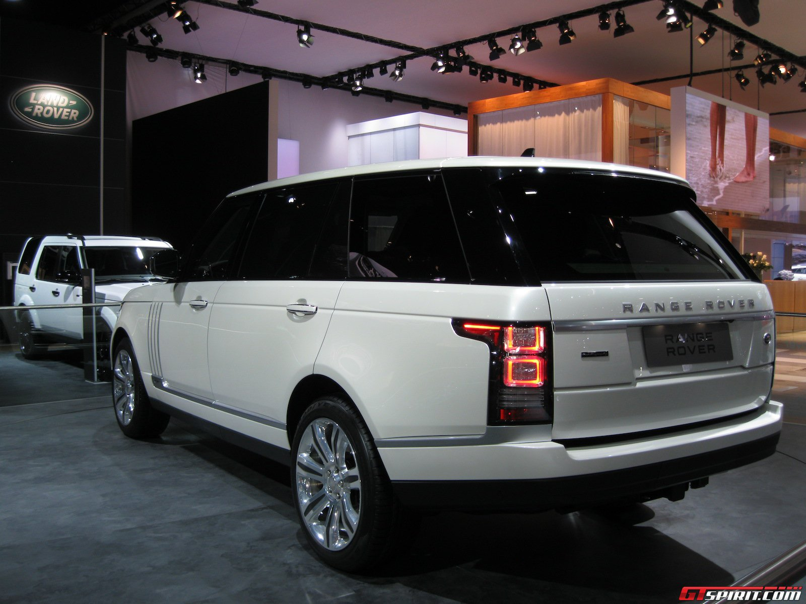 detroit 2014 range rover long wheelbase gtspirit. Black Bedroom Furniture Sets. Home Design Ideas