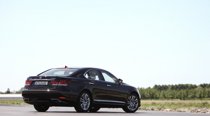 Lexus LS600h Road Test