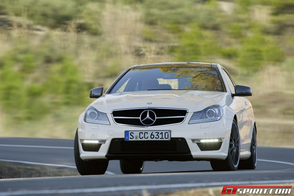 50 Cent Does Burnouts in Mercedes-Benz C63 AMG Coupe