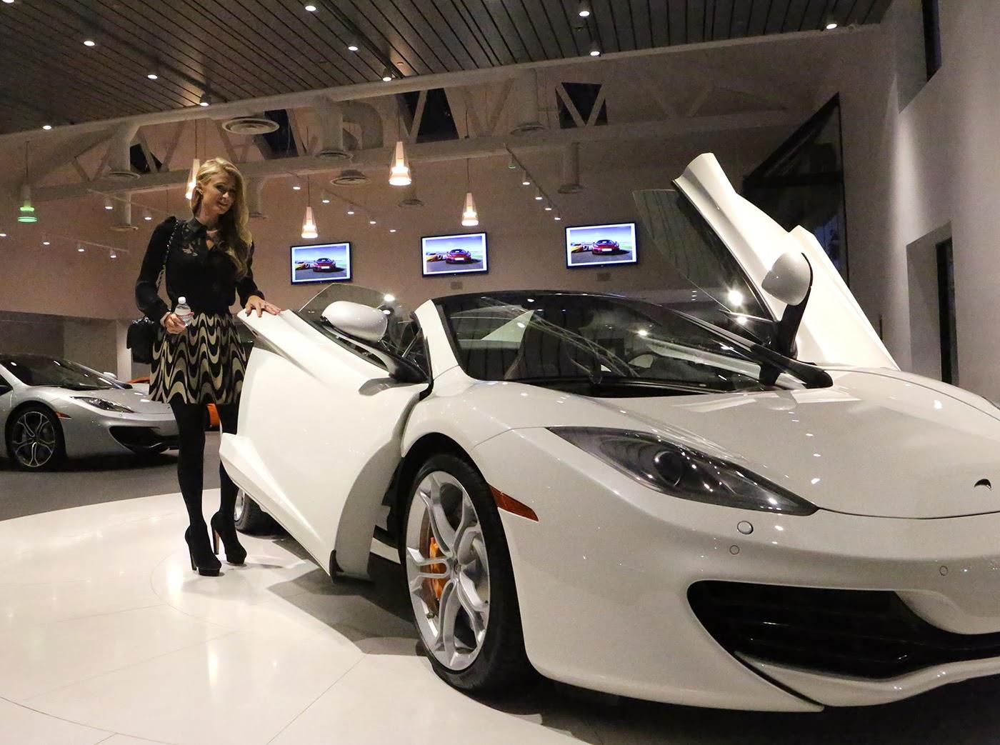 Paris hilton picks up stunning white mclaren 12c spider for Garage lexus paris