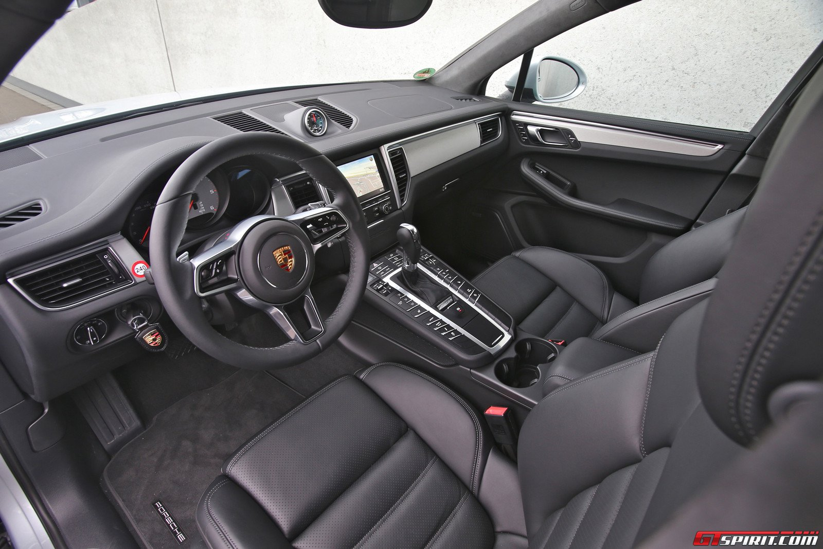 2014 porsche macan interior images galleries with a bite. Black Bedroom Furniture Sets. Home Design Ideas