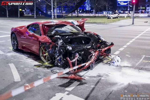 Ferrari 458 Speciale Crash in Berlin