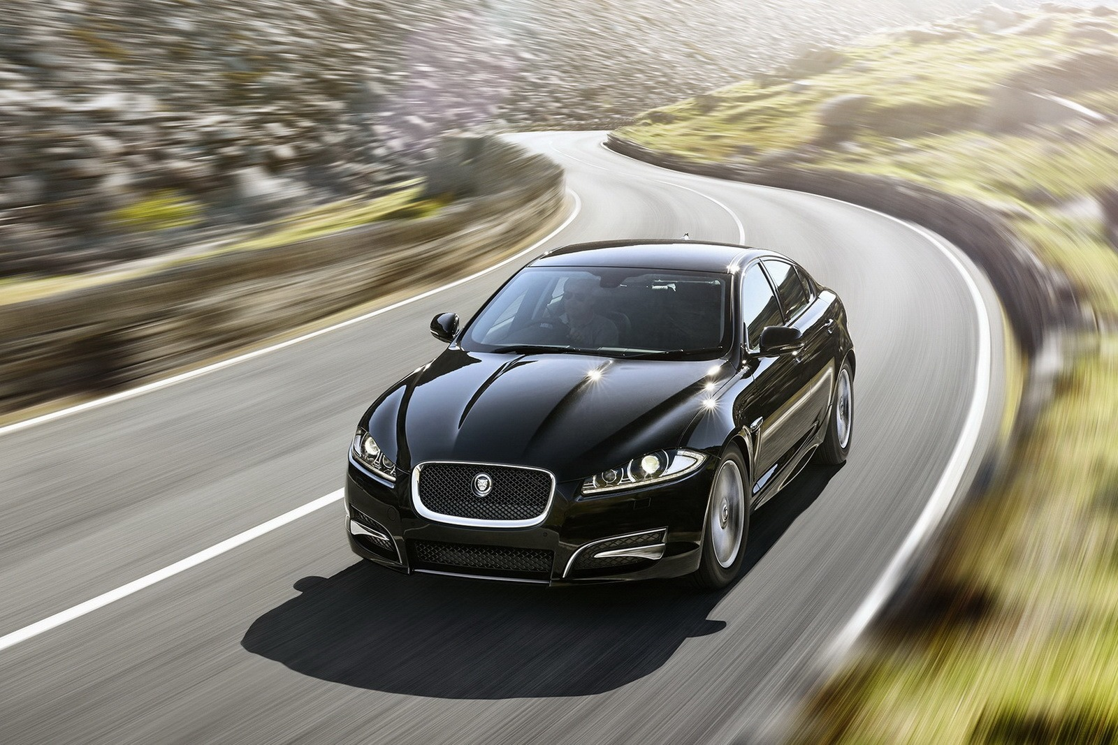 official 2015 jaguar xf r sport gtspirit. Black Bedroom Furniture Sets. Home Design Ideas