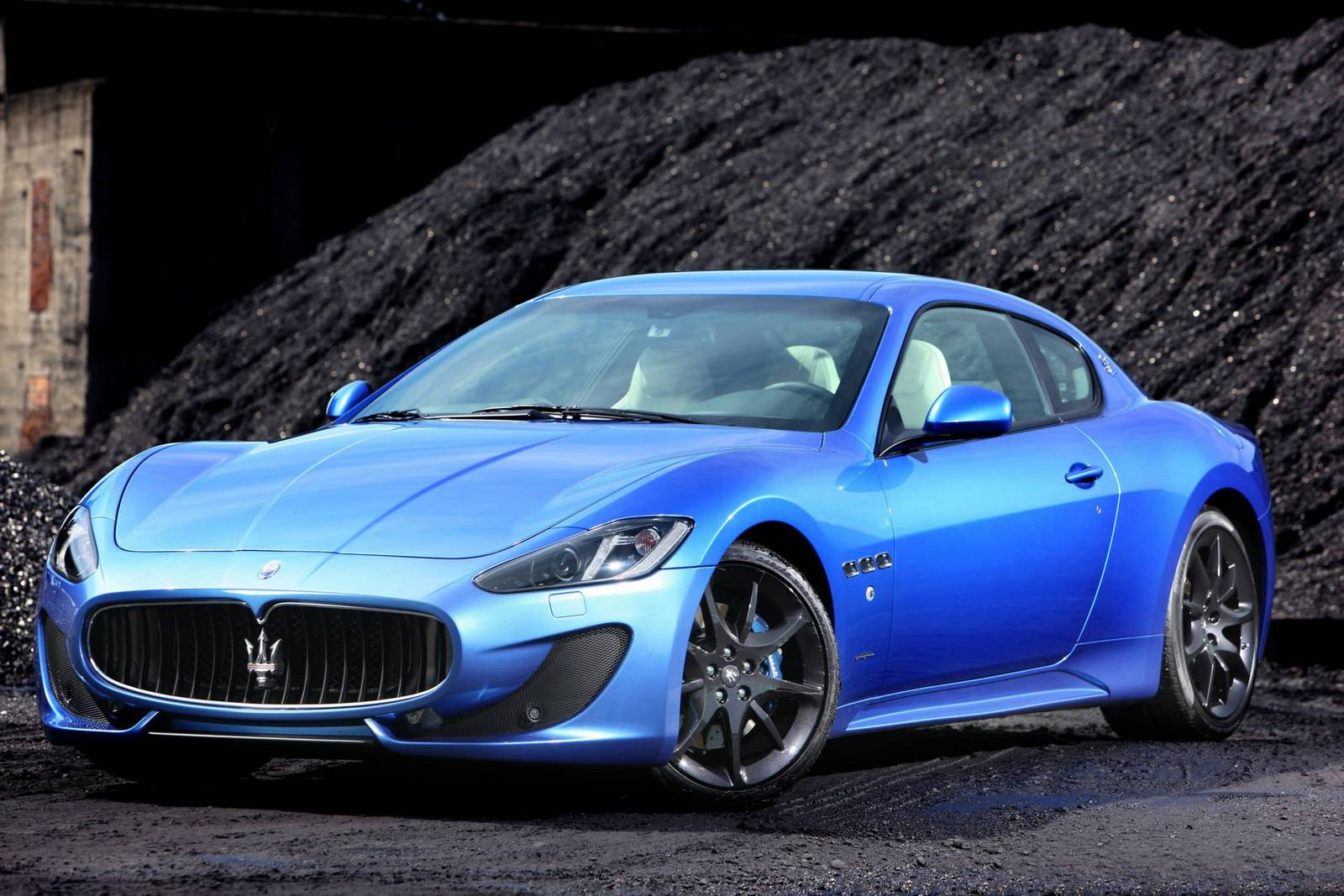 gallery blue maserati granturismo sport on the road gtspirit. Black Bedroom Furniture Sets. Home Design Ideas
