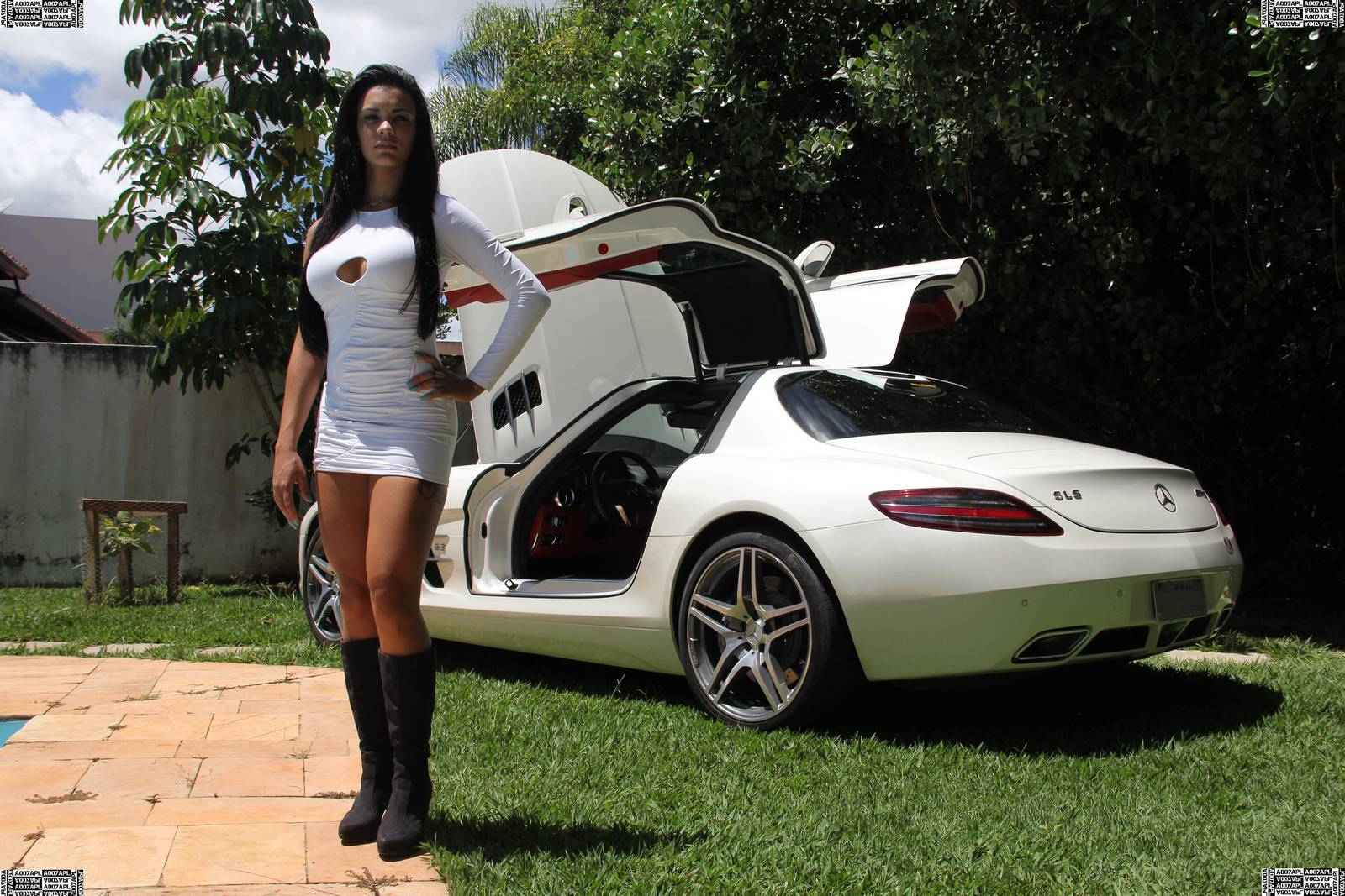 Mercedes Benz Sls Amg Ridingirls