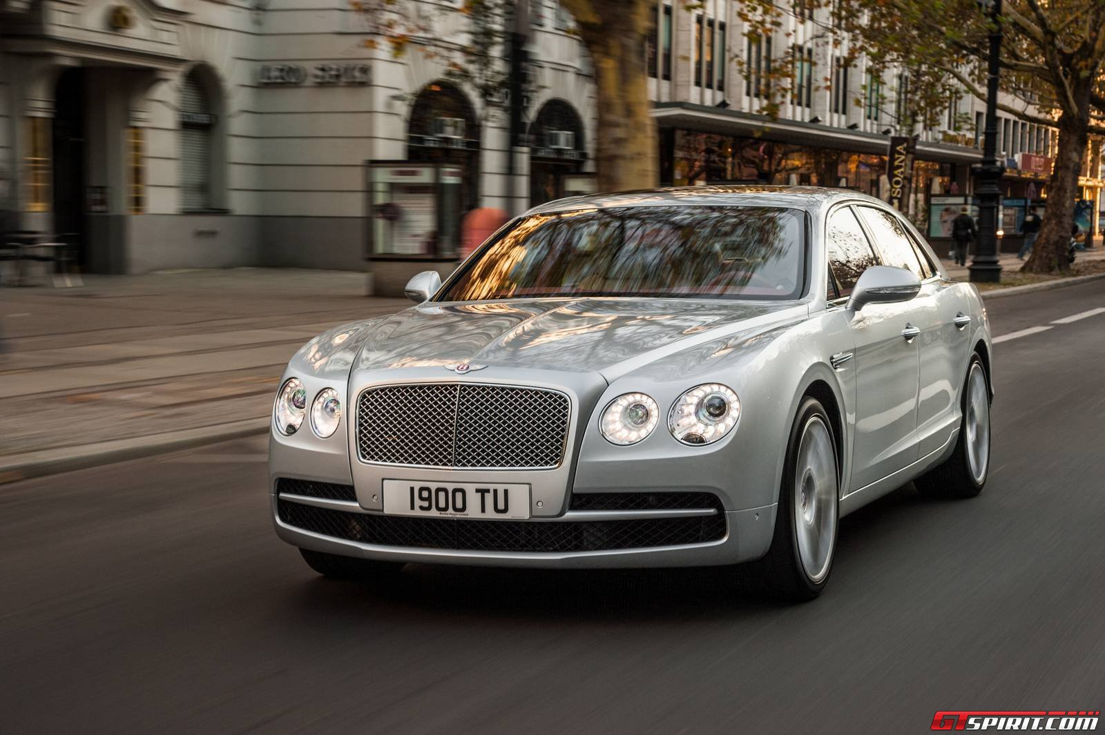 official 2015 bentley flying spur v8 gtspirit. Black Bedroom Furniture Sets. Home Design Ideas