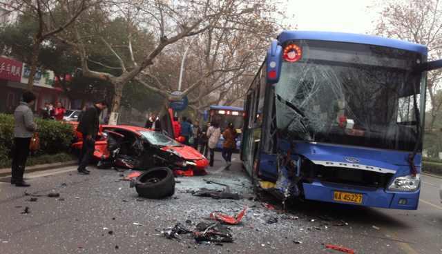 Lamborghini Aventador Smashes Into Bus in China