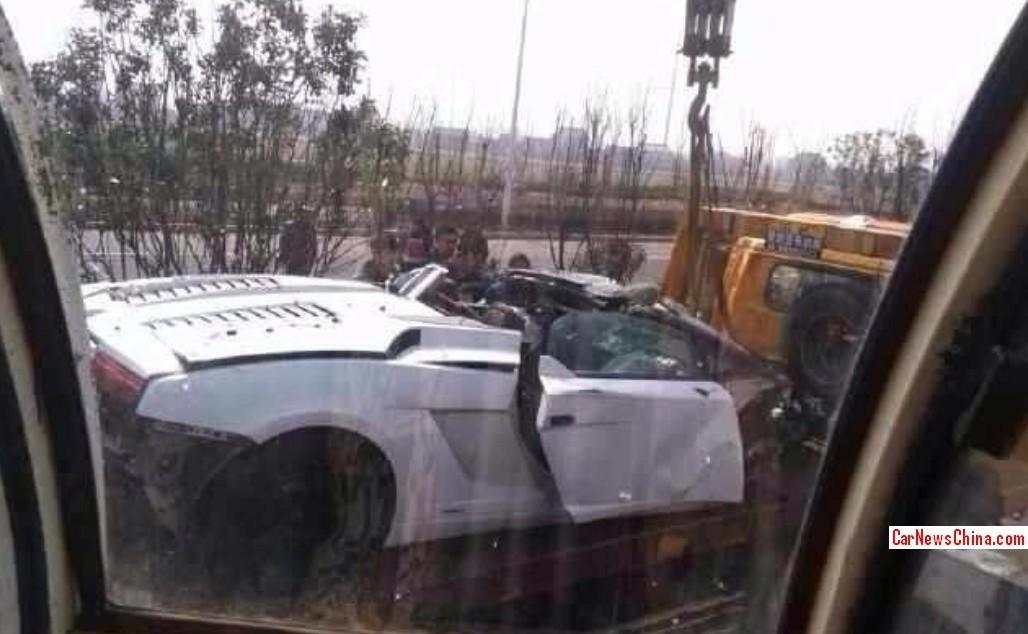 Lamborghini Gallardo LP560-4 Spyder Flips in Chinese Crash