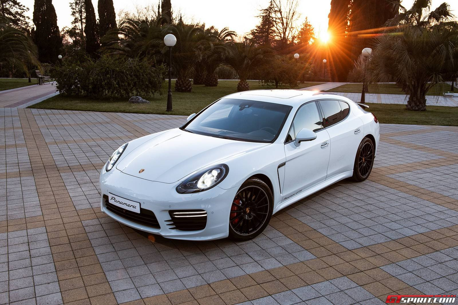 maria sharapova 39 s unique porsche panamera gts gtspirit. Black Bedroom Furniture Sets. Home Design Ideas