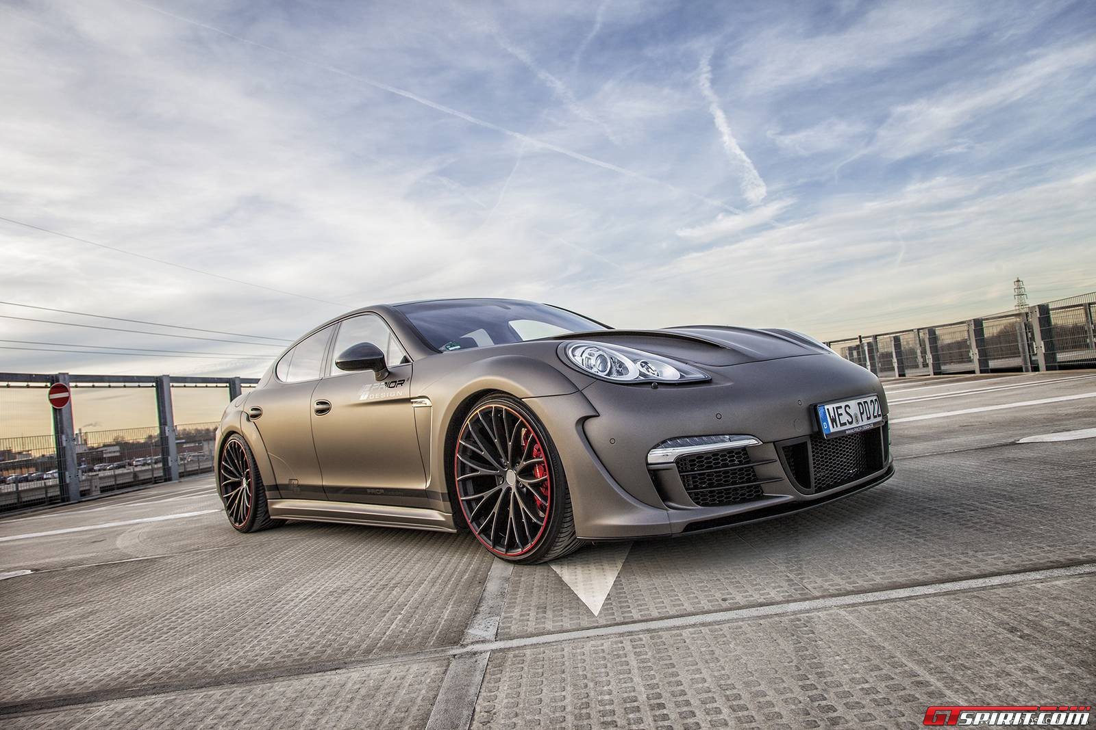 official porsche panamera widebody by prior design gtspirit. Black Bedroom Furniture Sets. Home Design Ideas