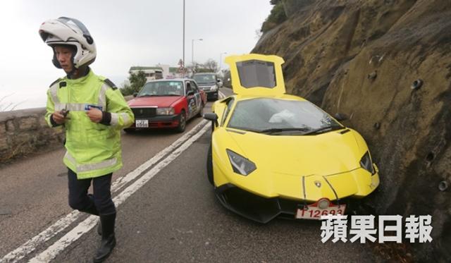 Lamborghini Aventador LP720-4 50th Anniversario Crashes Into Hong Kong Cliff