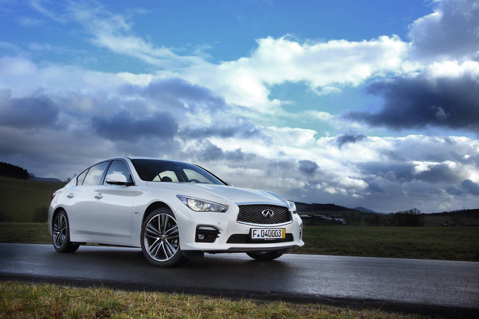 infiniti q50 eau rouge features 560 hp twin turbo gtspirit. Black Bedroom Furniture Sets. Home Design Ideas