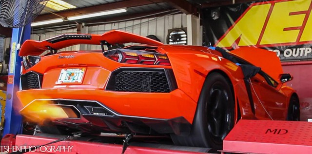 Aventador With Nitrous on Dyno