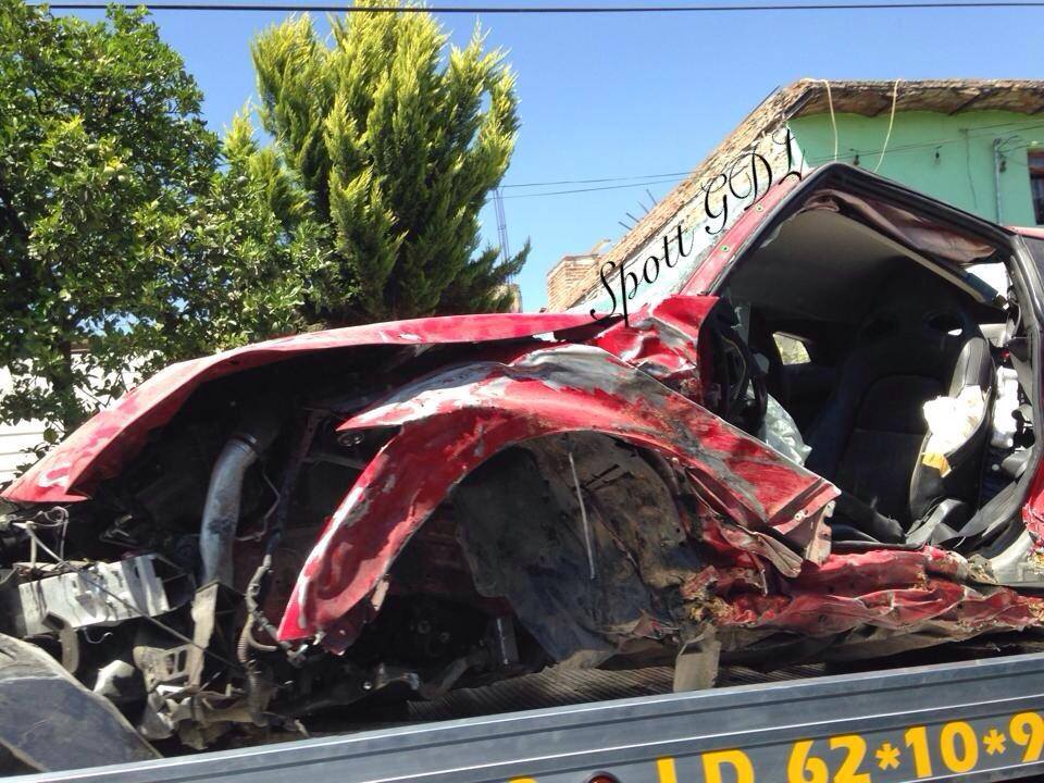 Red Nissan GT-R Crashes in Guadalajara
