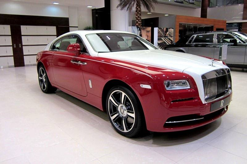 rolls royce wraith in ensign red and english white gtspirit. Black Bedroom Furniture Sets. Home Design Ideas