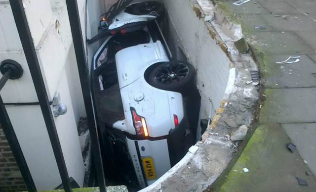 Brand New Range Rover Sport Crashes Into Precarious Position in London