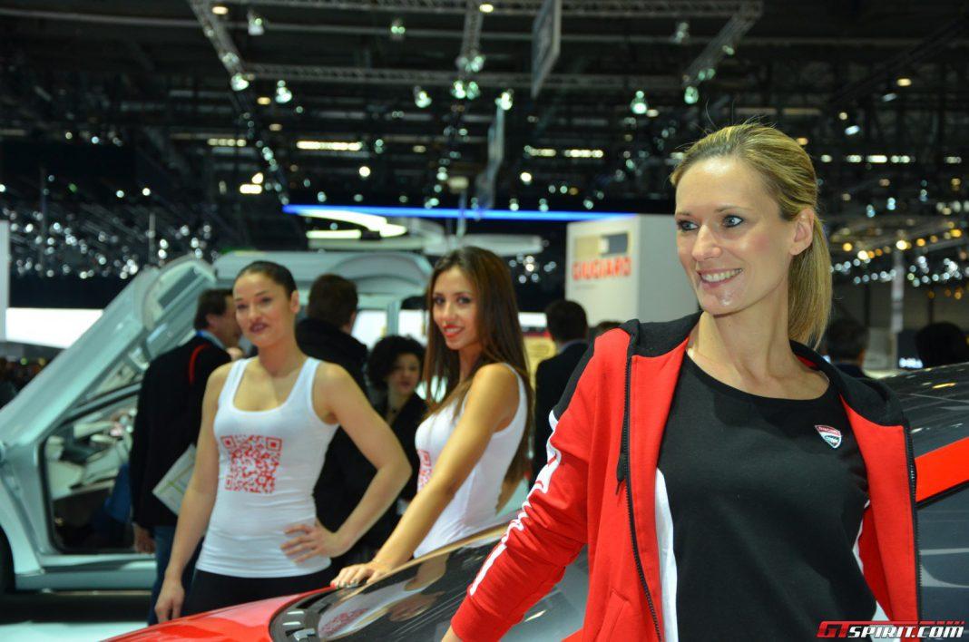 Geneva Motor Show 2014 Girls