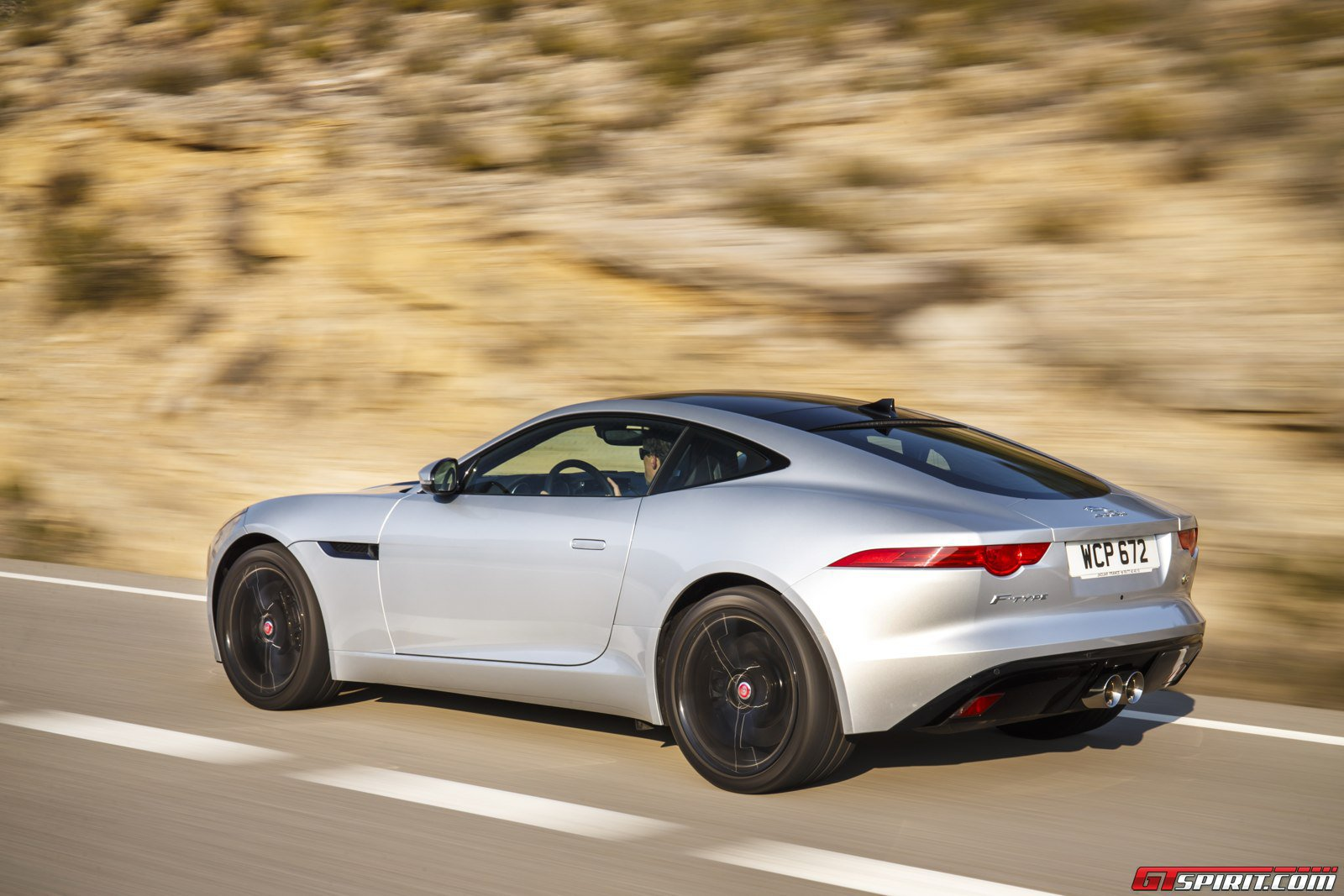 2014 jaguar f type v6s coupe vs f type r coupe review gtspirit. Black Bedroom Furniture Sets. Home Design Ideas