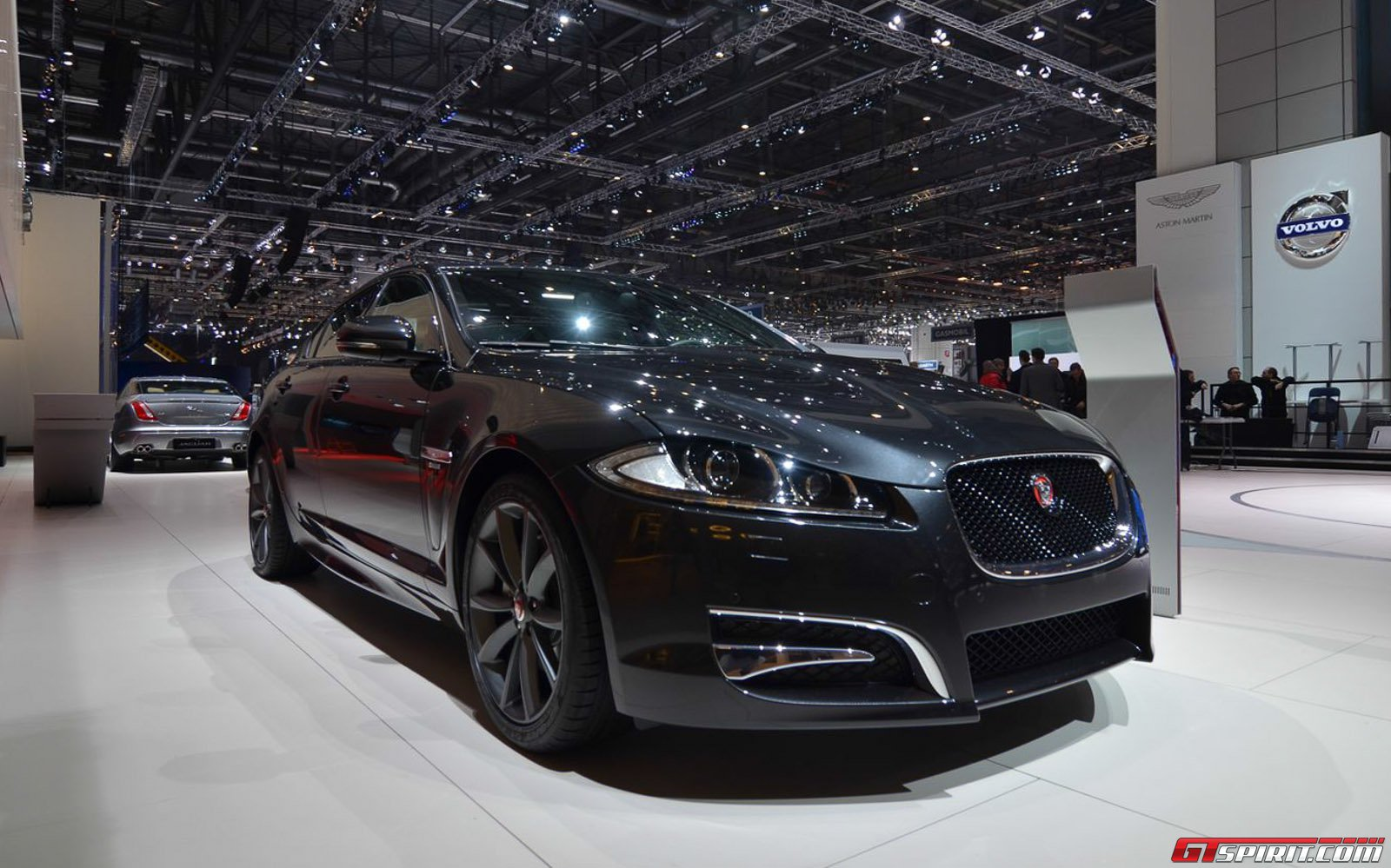 geneva 2014 jaguar xf r sport gtspirit. Black Bedroom Furniture Sets. Home Design Ideas