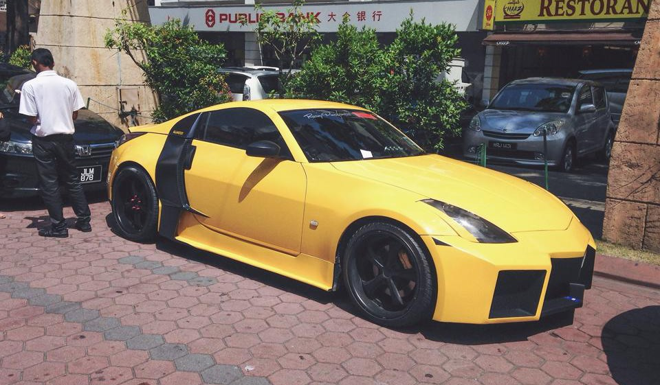 Nissan 350Z with Audi R8 and Reventon Styling