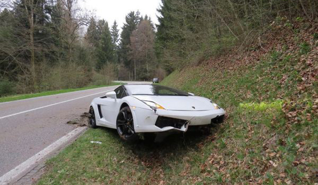 Lamborghini Gallardo LP560-4 Spyder Crashes in Switzerland
