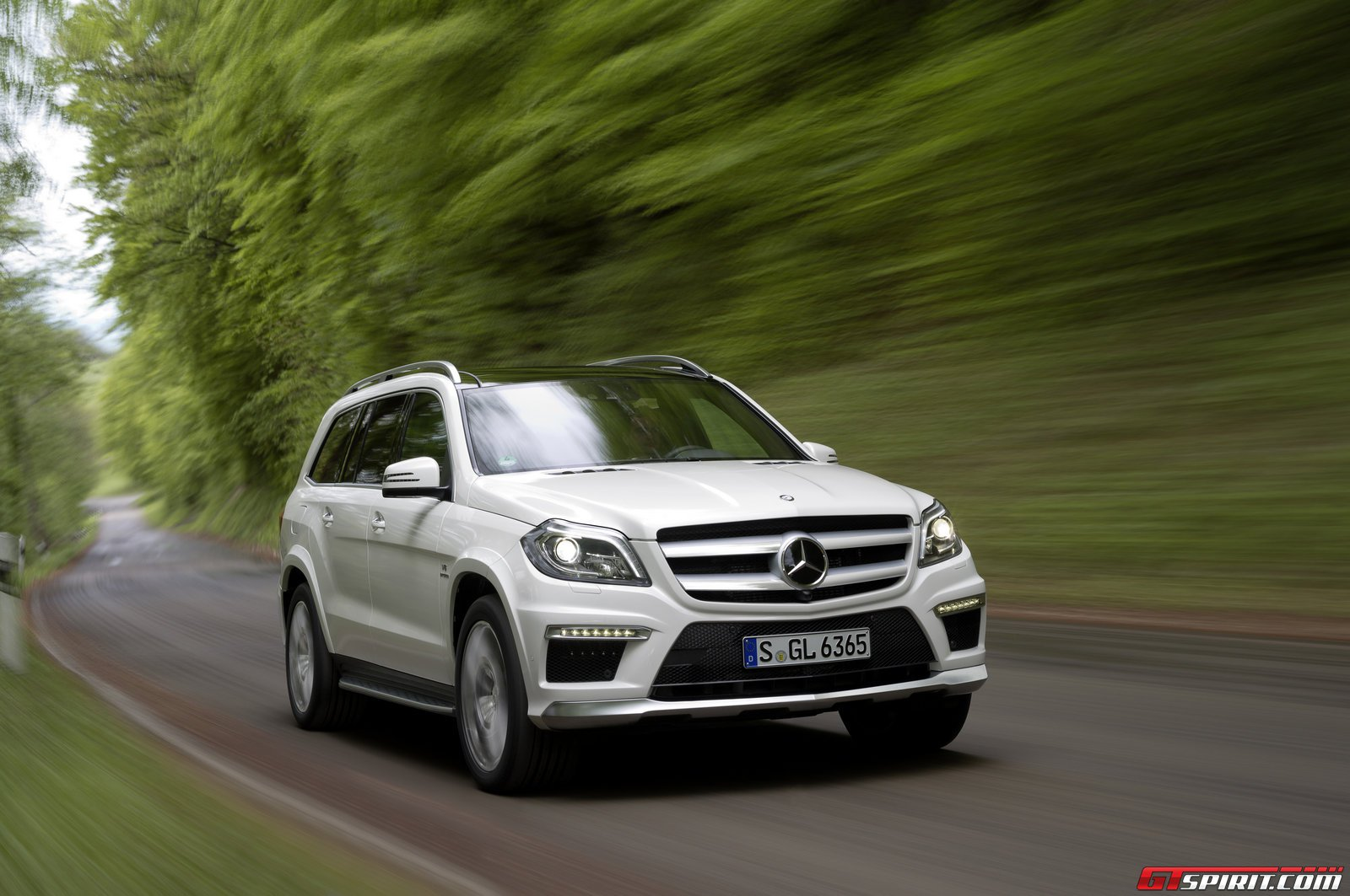 2014 mercedes benz gl 63 amg review gtspirit for Mercedes benz gl450 reviews