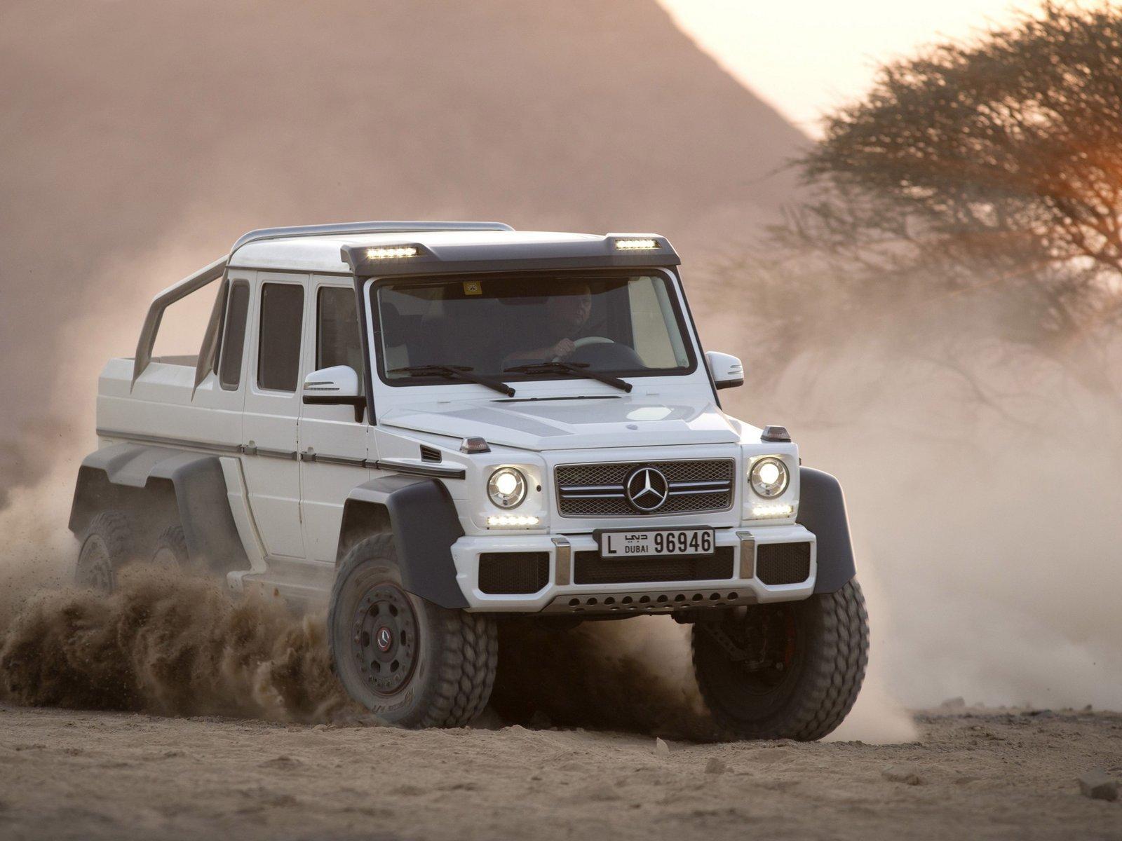 Mercedes benz g 63 amg 6x6 to star in next jurassic park for Mercedes benz g 63 amg 6x6