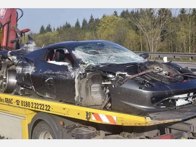 Ferrari 458 Crashes Into Guardrail in Munich