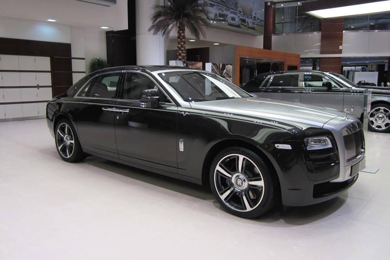Graphite Rolls-Royce Ghost V-Specification in Dubai - GTspirit