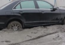 Mercedes-Benz E-Class Gets Stuck in Concrete in China