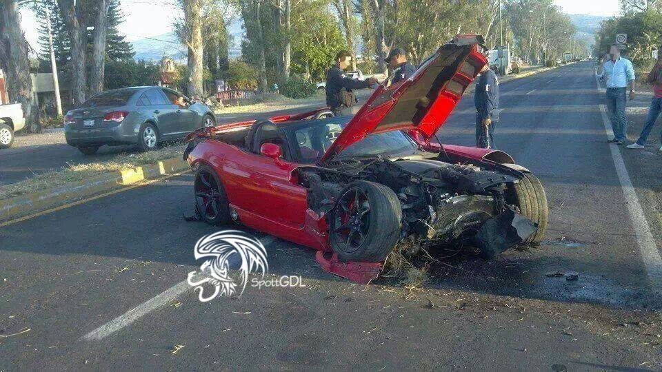 Drunk Driver Wrecks Viper SRT-10 in Mexico