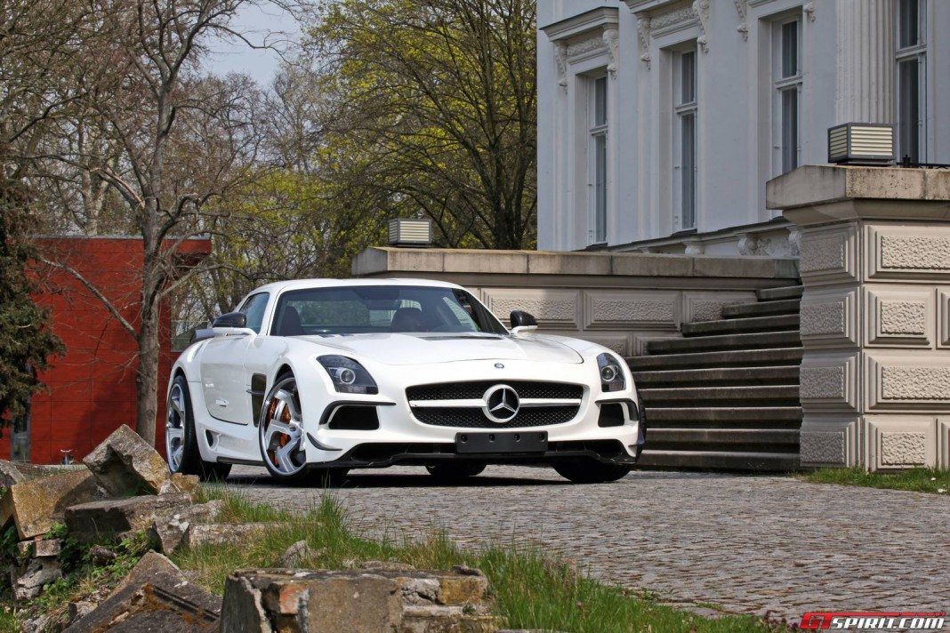 Official: Mercedes-Benz SLS AMG