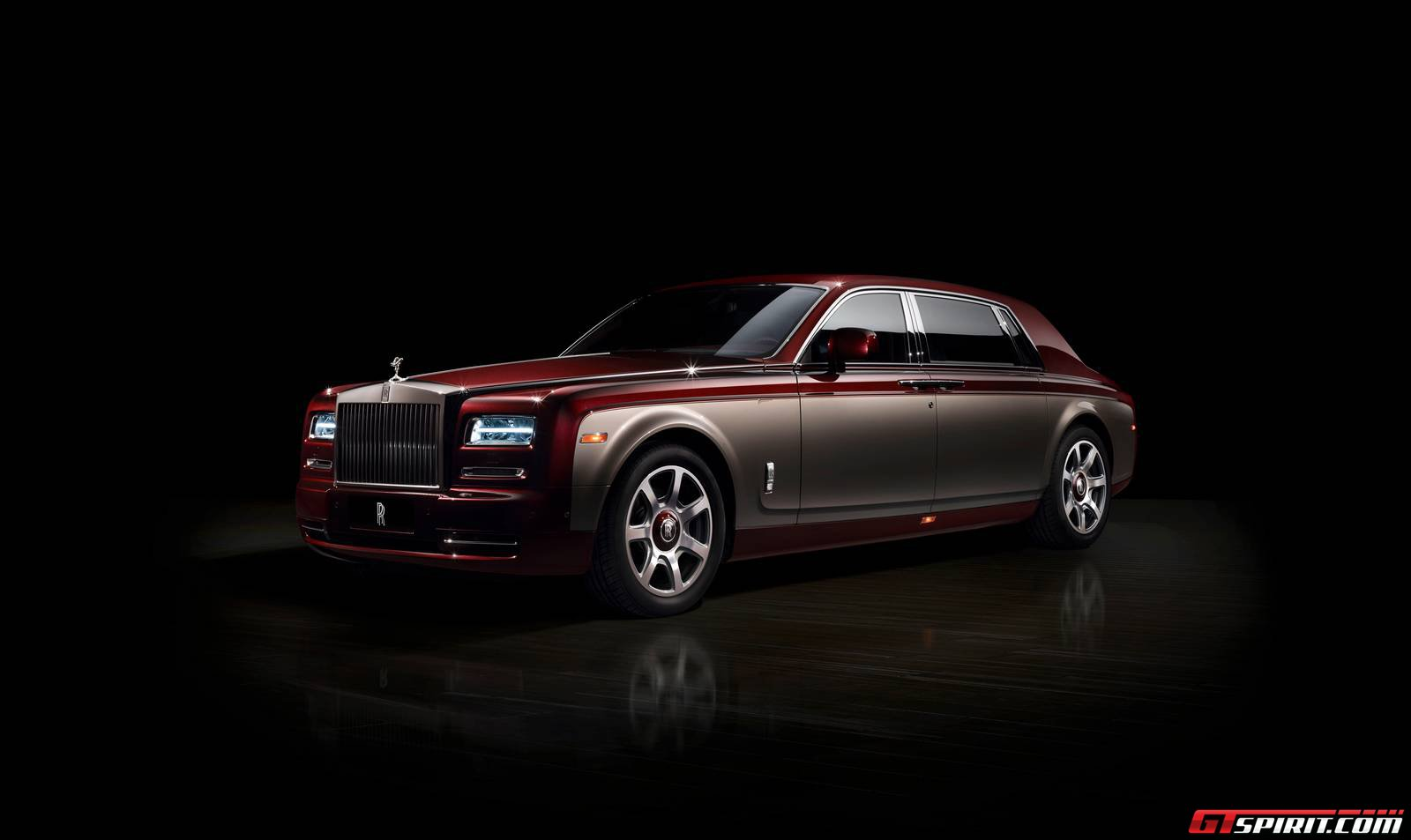 official rolls royce pinnacle travel phantom gtspirit. Black Bedroom Furniture Sets. Home Design Ideas