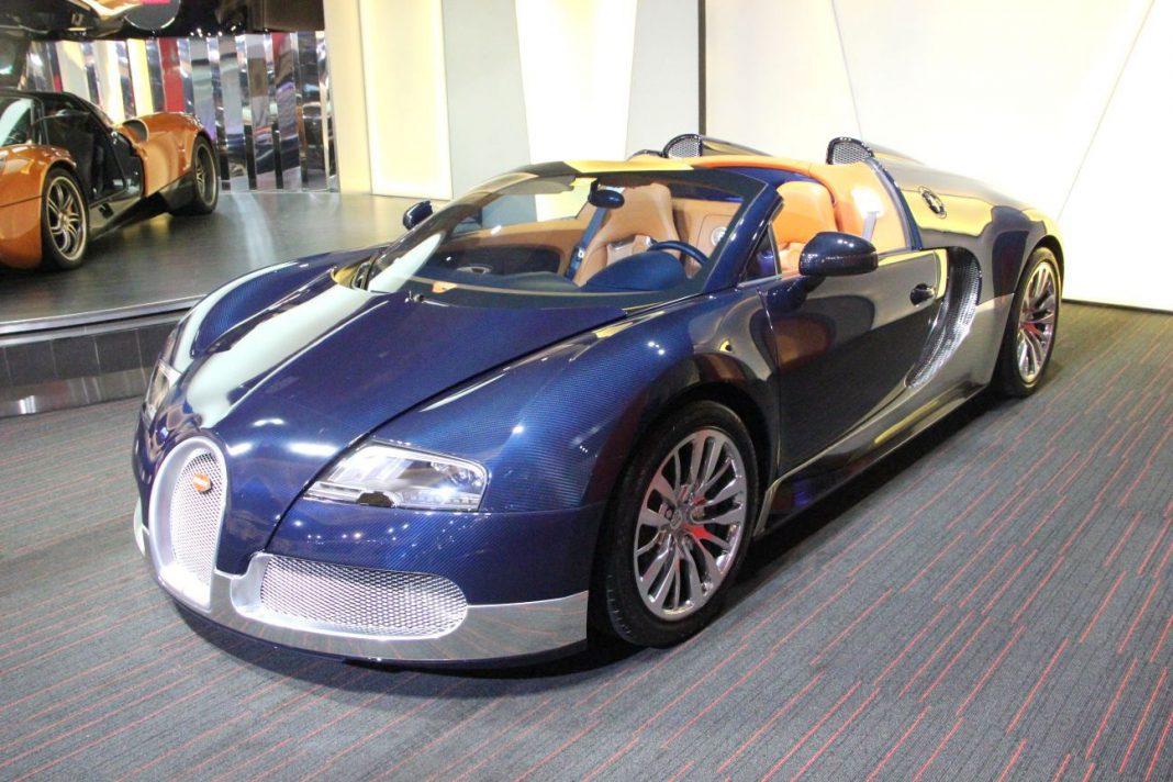 Gorgeous Blue Carbon Fibre and Silver Bugatti Veyron Grand Sport For Sale in Dubai