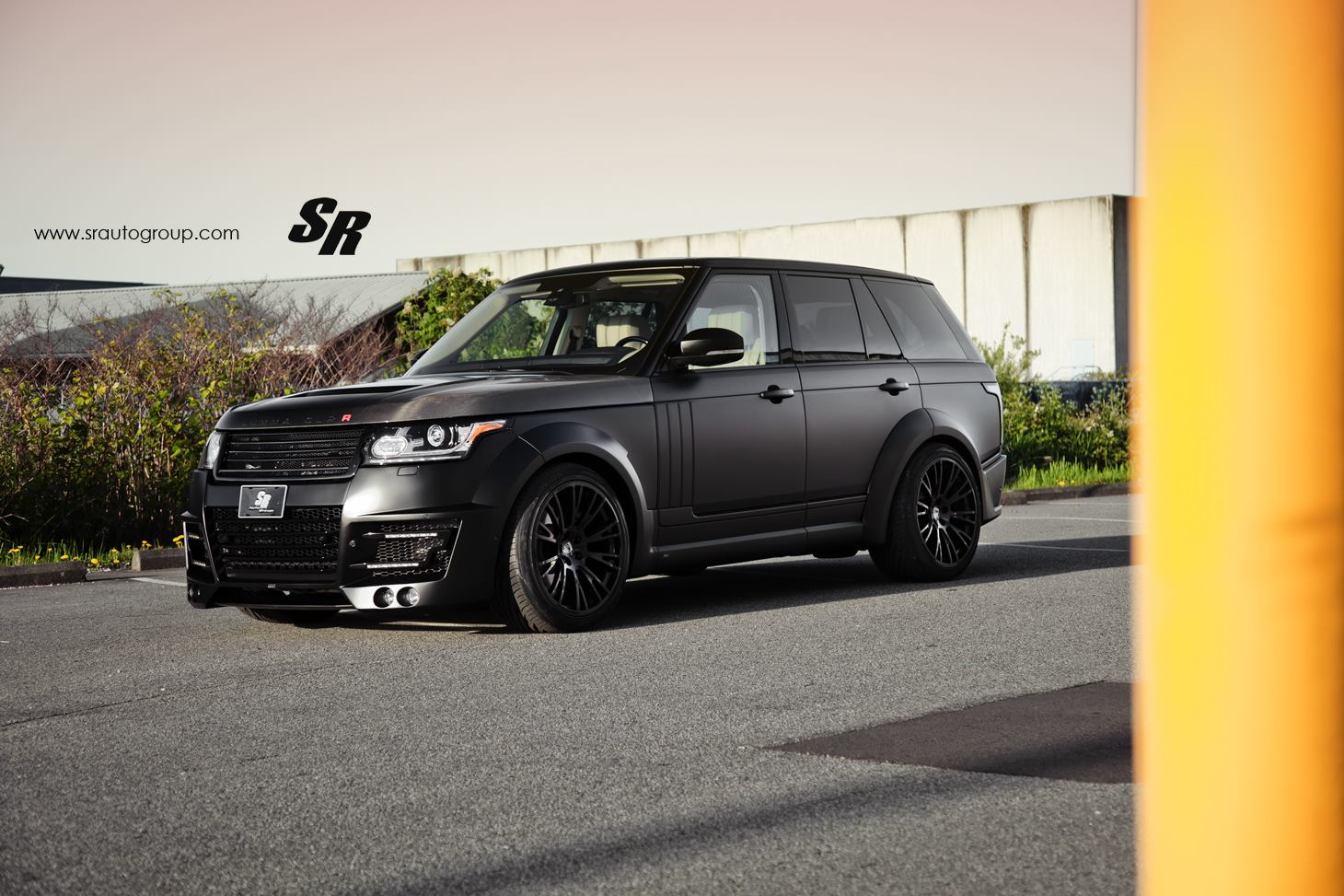 sr auto group unleashes vancouver 39 s first range rover clr r gtspirit. Black Bedroom Furniture Sets. Home Design Ideas