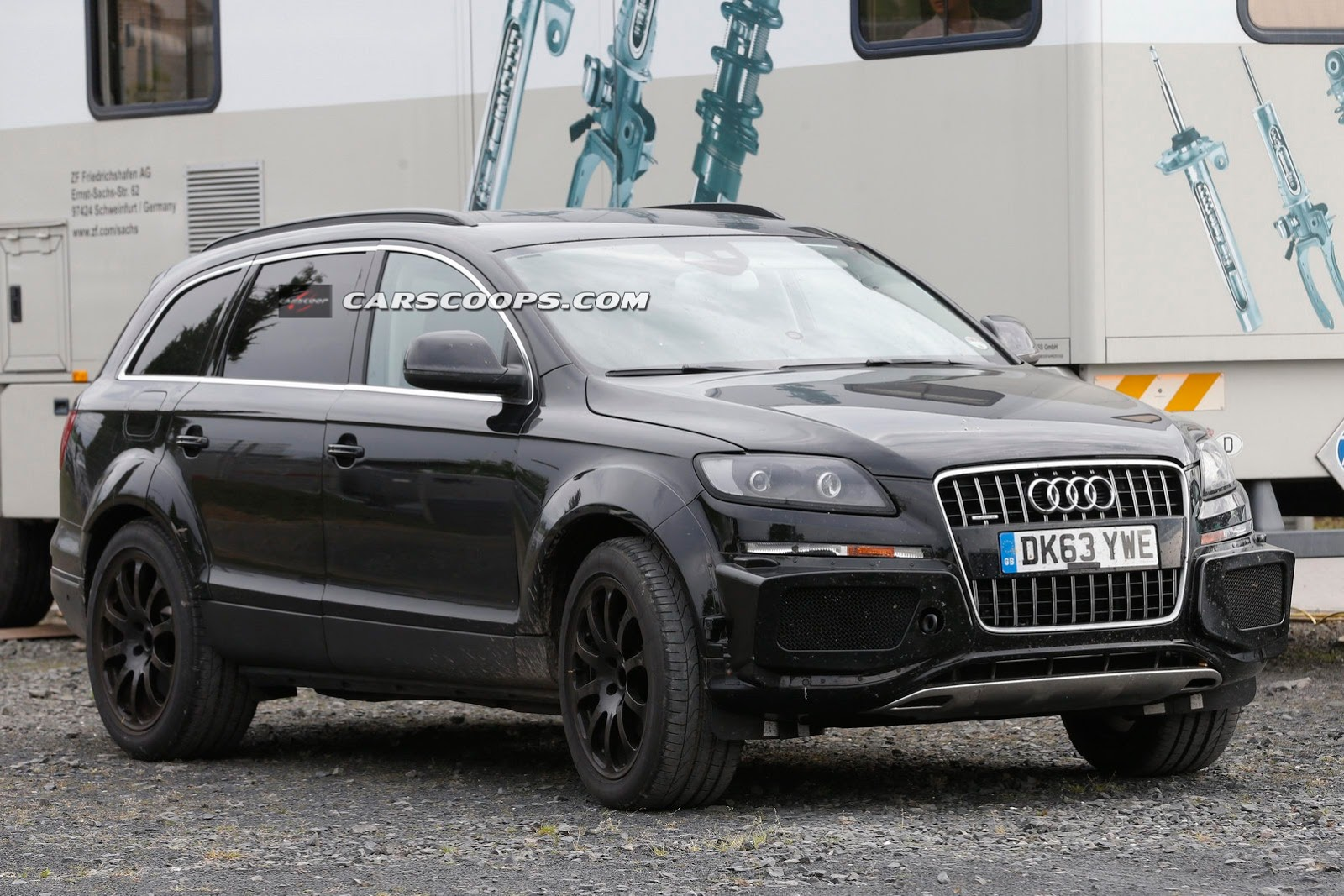 future bentley suv spied disguised as audi q7 gtspirit. Black Bedroom Furniture Sets. Home Design Ideas