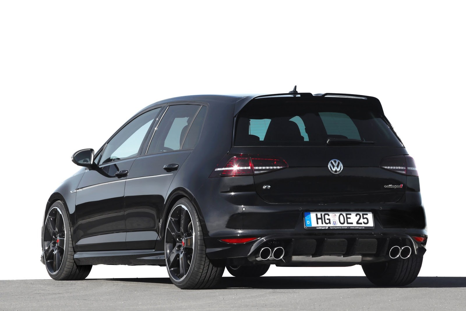 official 400hp volkswagen golf r by oettinger gtspirit. Black Bedroom Furniture Sets. Home Design Ideas