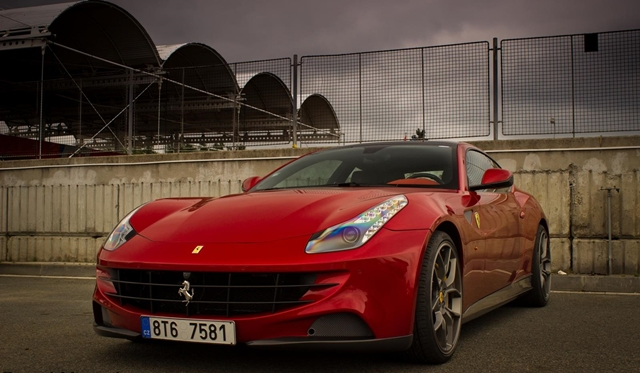 Novitec Rosso Ferrari FF terrorizes area around Brno Circuit during KSA Event