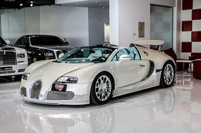 stunning white and chrome 2013 bugatti veyron grand sport. Black Bedroom Furniture Sets. Home Design Ideas