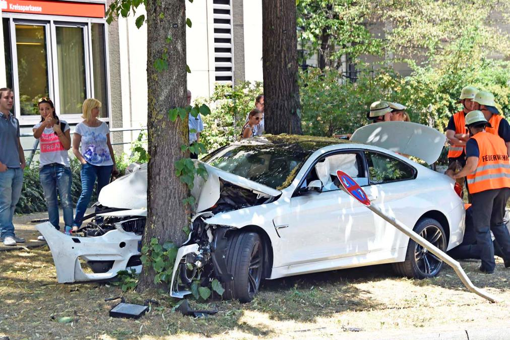 BMW M4 Crashes Into A Tree In Munich