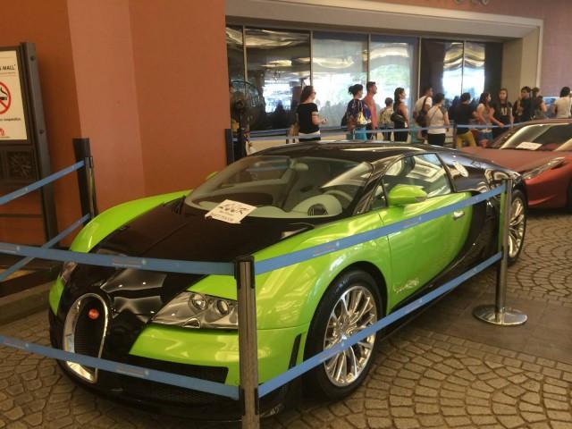 Green Bugatti Veyron Super Sport