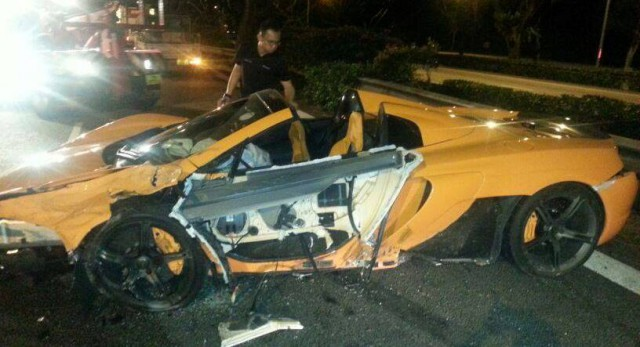 McLaren 650S Crashes in Singapore