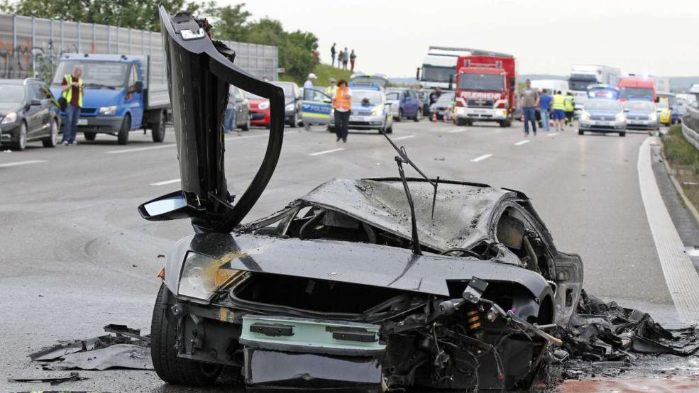 Horrible Lamborghini Crash Leaves Two Dead in Stuttgart