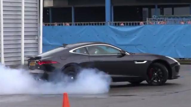 Video: Jaguar F-Type Coupe R Revs and Accelerates!