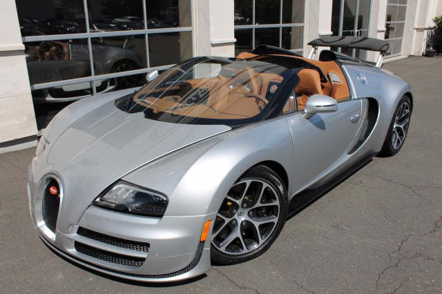two bugatti veyron grand sport vitesse 39 s for sale at u s dealer gtspirit. Black Bedroom Furniture Sets. Home Design Ideas